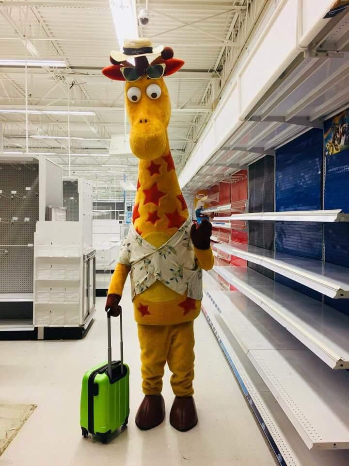 米国トイザらスが経営破綻で全店舗閉鎖となりましたが、マスコットキャラの「最後の写真」が悲しすぎて悲しすぎて(´;ω;`)ブワッ