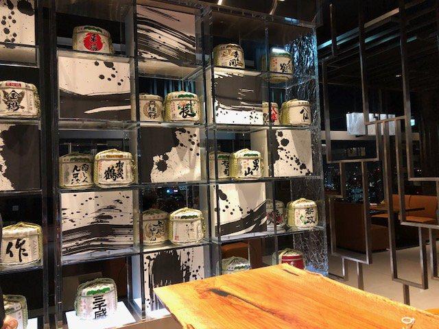 コシノヒロコ×ニッコー×プリンスギャラリー東京紀尾井町のコラボによるアートな食器で供される寿司懐石「墨の瞬(すみのとき)」。発表会の模様です。ニッコー社長三谷明子さんが富山中部高校の同窓生と知った驚き #HirokoKoshino #Nikko #ThePrinceGalleryTokyoKioicho  http://www.kaori-nakano.com/2018/06/28/21214/…pic.twitter.com/5AwuCRYx8W