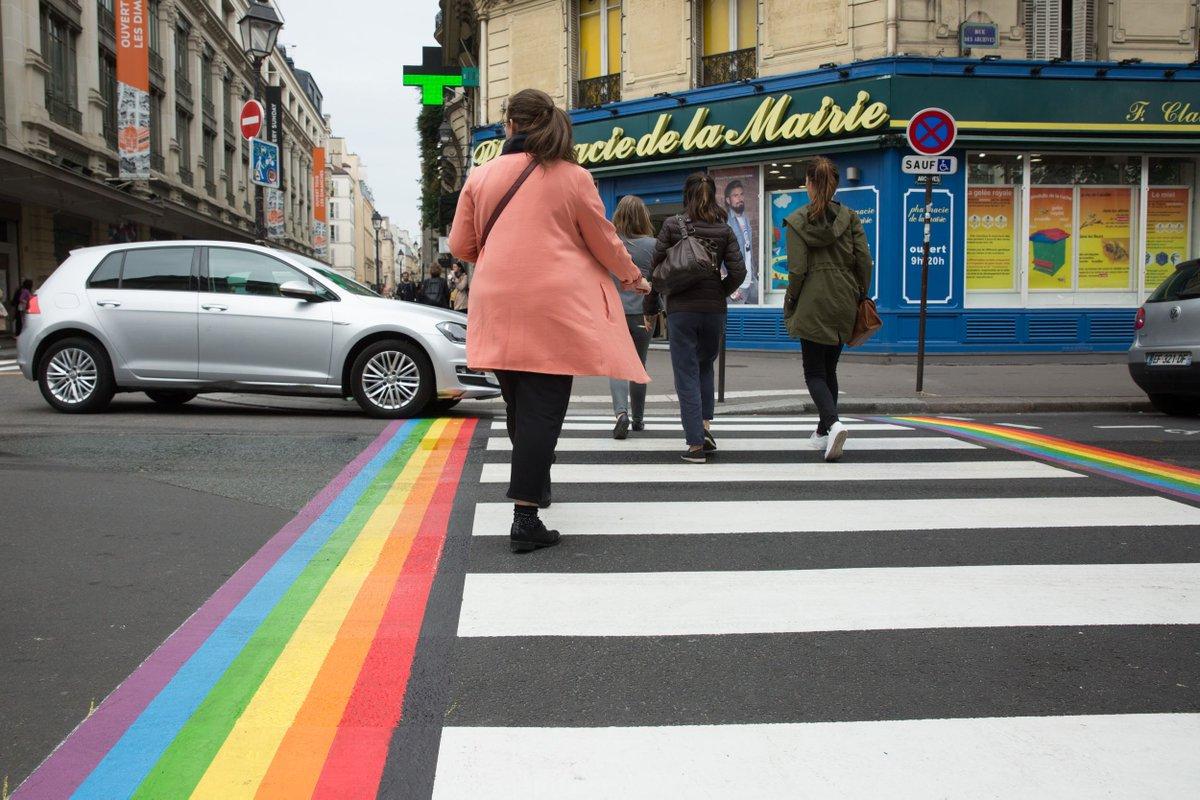 """Résultat de recherche d'images pour """"paris passage piéton LGBT"""""""