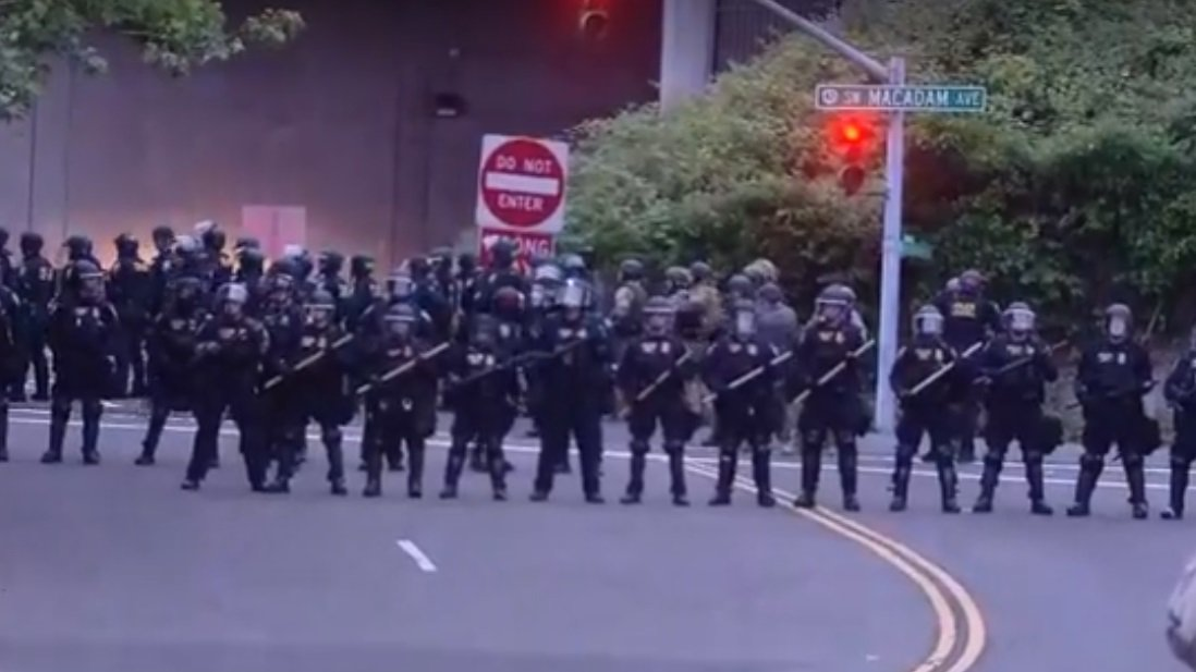 WATCH LIVE: Police in riot gear appear to be moving in on protesters at the ICE facility in Portland  https://t.co/kiChxDzJuL