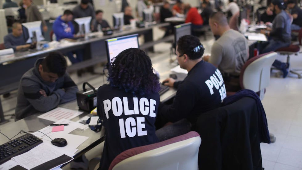 Ex-ICE lawyer pleads guilty to stealing immigrants' identities https://t.co/CLEbijVSFm https://t.co/vPHq7iNuXb