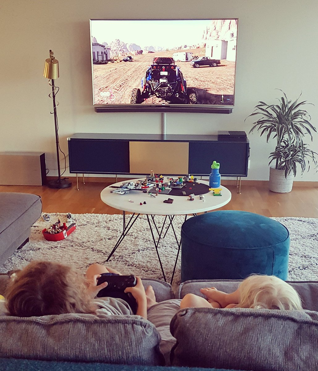 Playdate! LEGO! Also thank you @ubisoftnordic for The Crew 2! Its awesome! <3 https://t.co/YI04FW5eWE