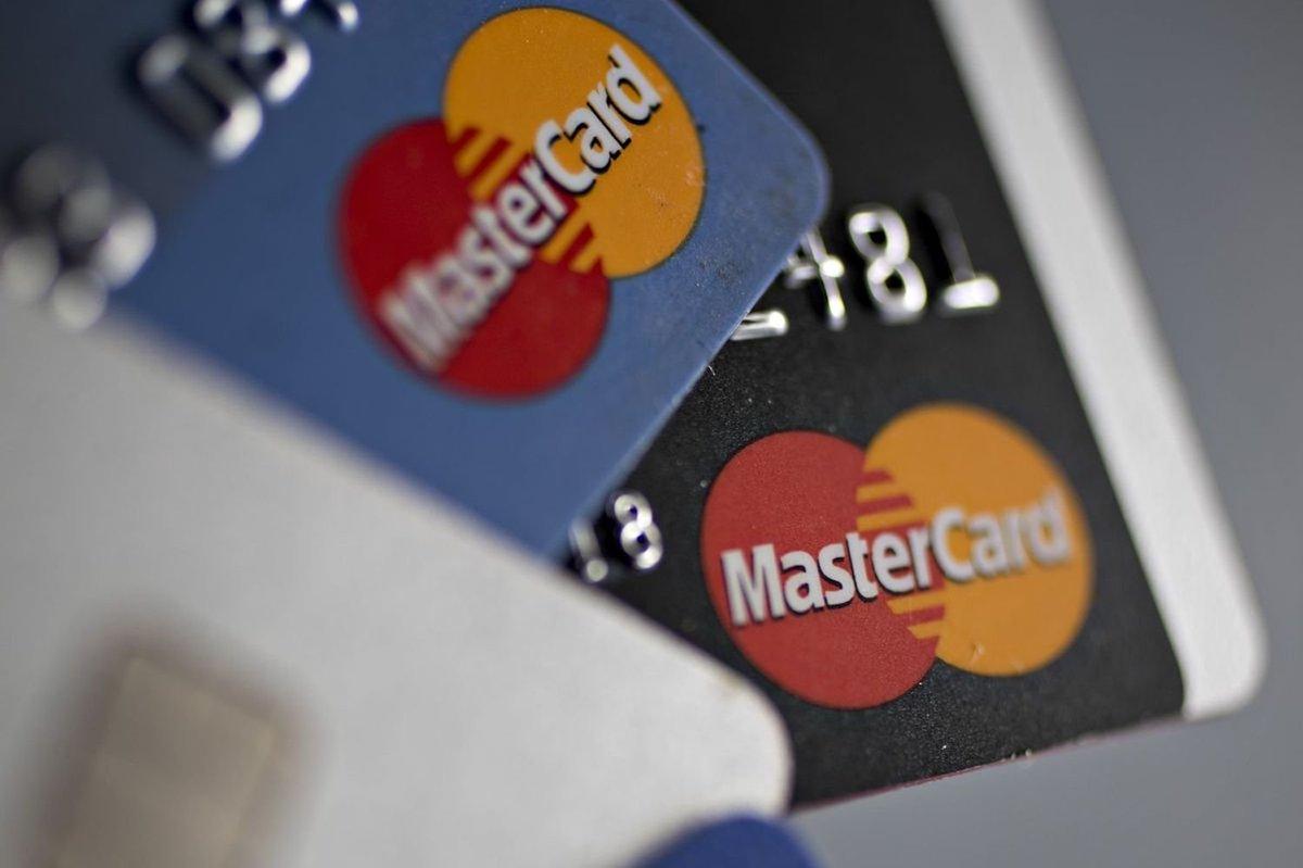 """Ο χρήστης Yahoo Finance στο Twitter: """"Visa, Mastercard close to"""
