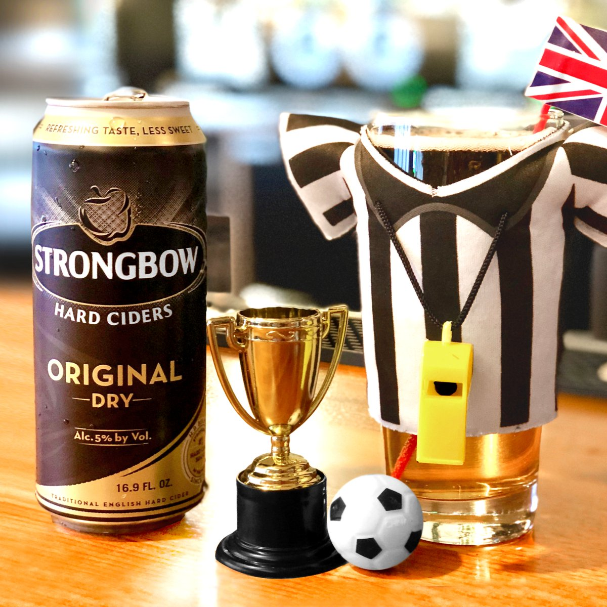 Let's go! We're waving our U.K. flag today for the lads from England 🏴󠁧󠁢󠁥󠁮󠁧󠁿. 🍻 Cheers to a great match ⚽️ #ENGBEL https://t.co/VzbjQjjGQJ