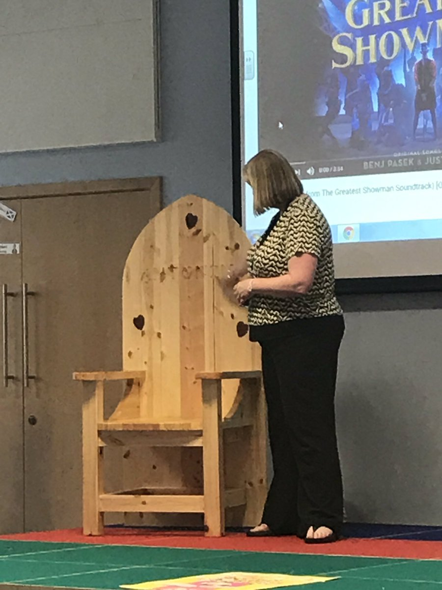 Mrs Weir gave the school a beautiful gift...a storytelling chair. Thank you, we love it! 🎉🎉🎉🎉
