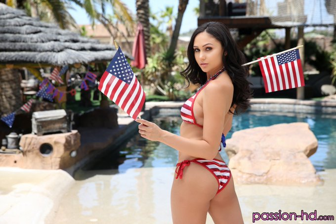 Come and have an awesome #4thofJuly with @ArianaMariexxx now! #Passion_HD_Porn https://t.co/w91gdCoY9N
