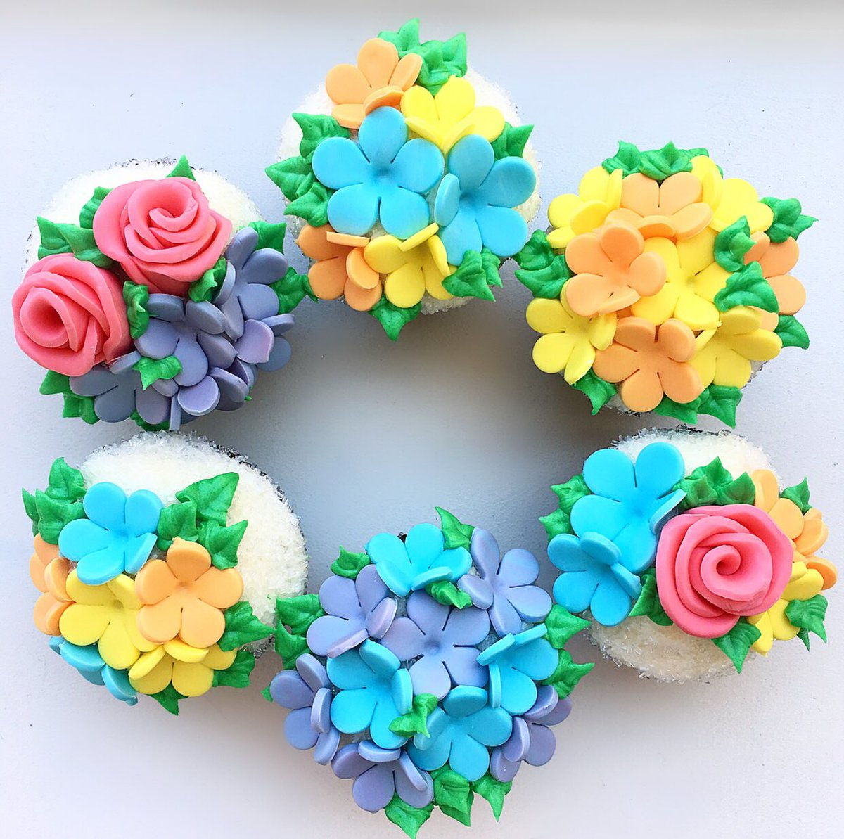 Duffs cakemix on twitter tag the person who deserves this bouquet duffscakemix diy cakedecorating cupcakes flowers pretty yummy fun beautiful buttercream fondant cakesofinstagram cakeart izmirmasajfo