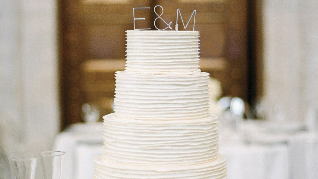 39 Wedding Cakes That Prove Vanilla Isn't Boring https://t.co/qWkJR60g6P https://t.co/VVsIDb3yG4