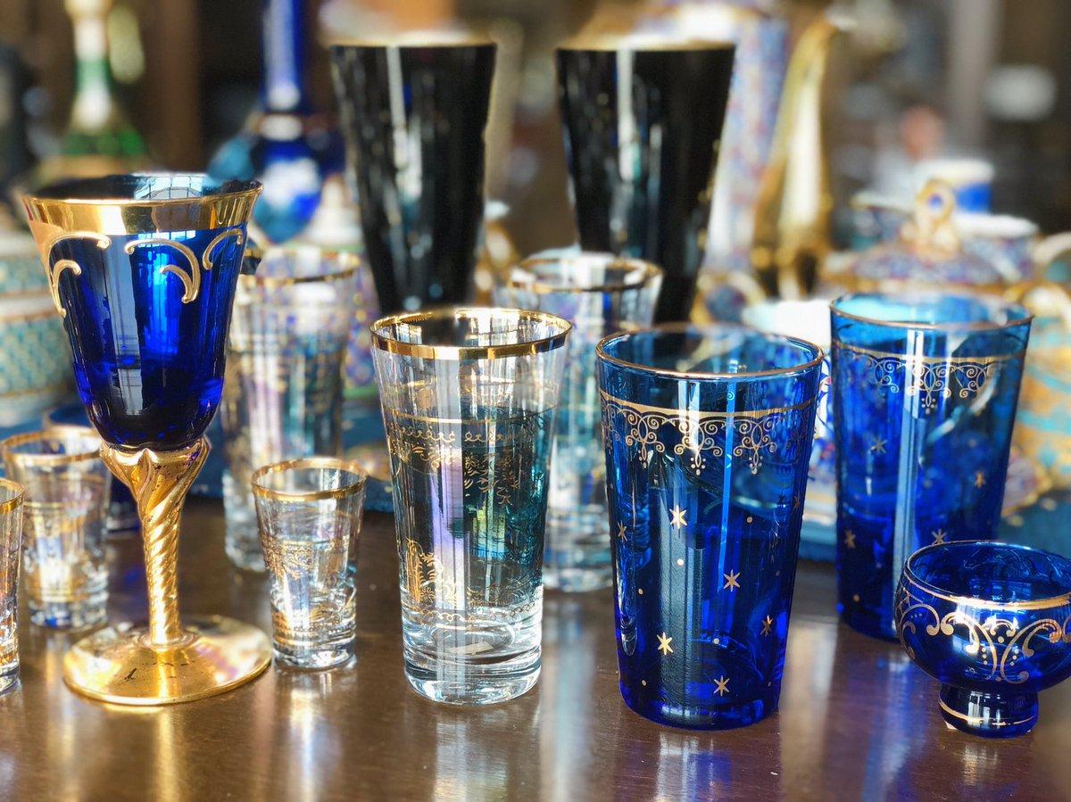 今日もたくさん商品が新入荷しました。星の模様が入ったブルーのグラスがとても綺麗でおすすめです。在庫は2点のみ、店舗での販売です。