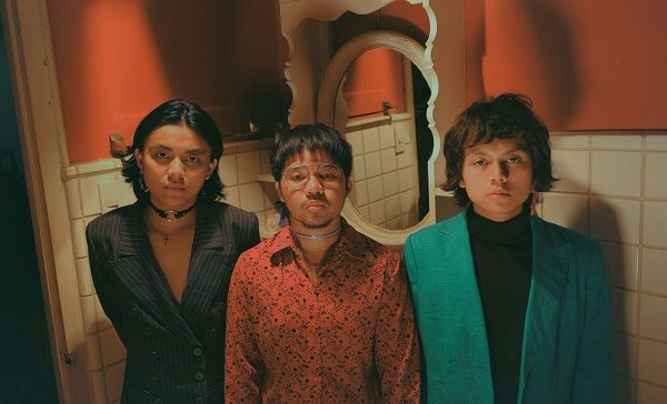 In related news, @IVOFSPADES released their first single without their former vocalist, also at midnight last night: buff.ly/2Ndw28S