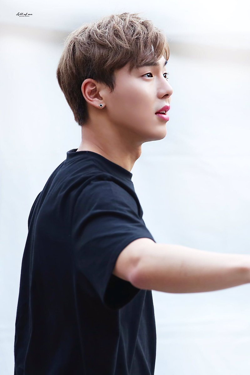 Can we just talk about Shownu&#39;s cheekbones???<br>http://pic.twitter.com/hJ443ZK2lt