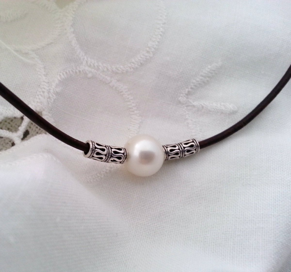 Leather choker, sterling silver and freshwater pearl tuppu.net/79cafd7 #Etsy #CaneladePlata #DailyJewelry