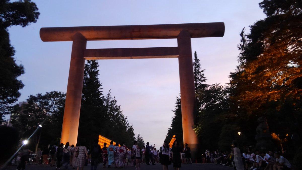 【今日の編集部】  靖国神社・みたままつりに来ました! 賑わっております。  やっぱり、ちょっとでも行かないと気が済まず、仕事が手につきませんからね(笑)。