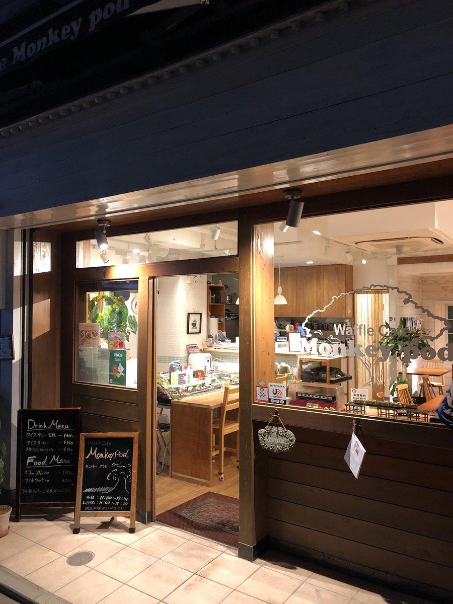ワッフルとコーヒーを食べながらLED加工してる車両を眺められるヤバい店でした  武蔵境から歩いてすぐなので会社帰りにちょっと走らせるのもアリかな