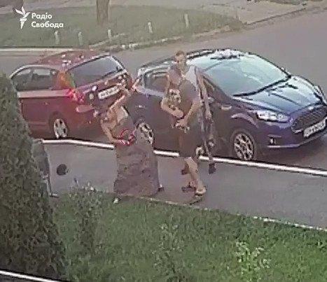Жінка на Nissan збила мітингувальника під Радою: у чоловіка перелом ноги - Цензор.НЕТ 6150