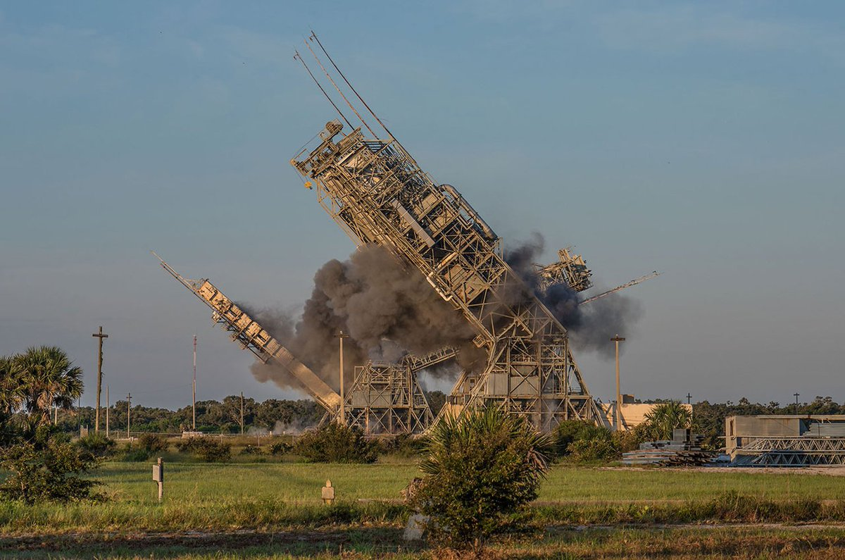 Towers Toppled at Historic Cape Canaveral Launch Complex 17  https:// goo.gl/5RQCtf  &nbsp;  <br>http://pic.twitter.com/VI0OcZTprk