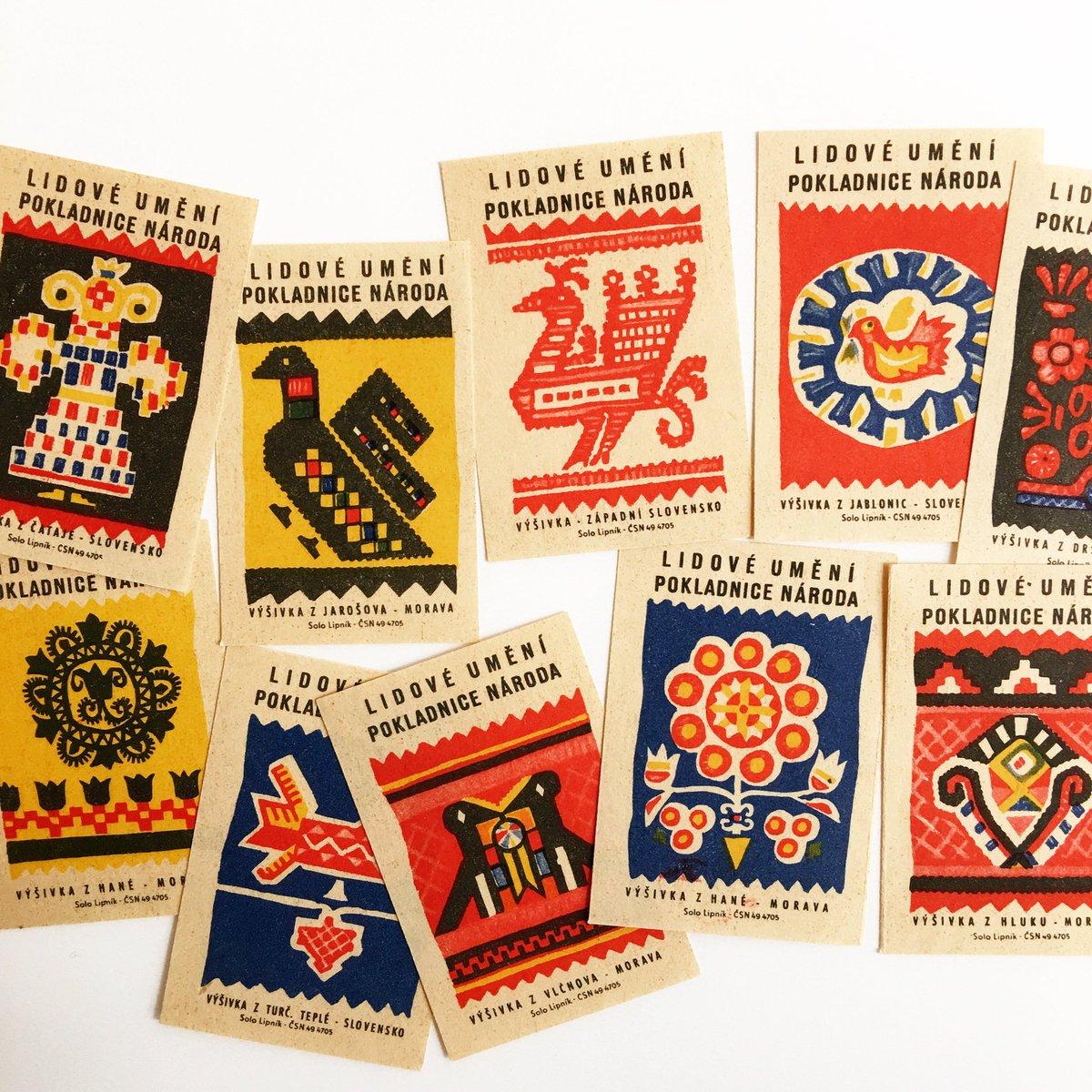 チェコスロバキア時代の古いマッチラベル。 モラビアとスロバキアの各地に伝わる伝統的な刺繍図案をデザインモチーフにしています。 自然豊かな土地から生まれた小鳥や草花の美しい図案です。