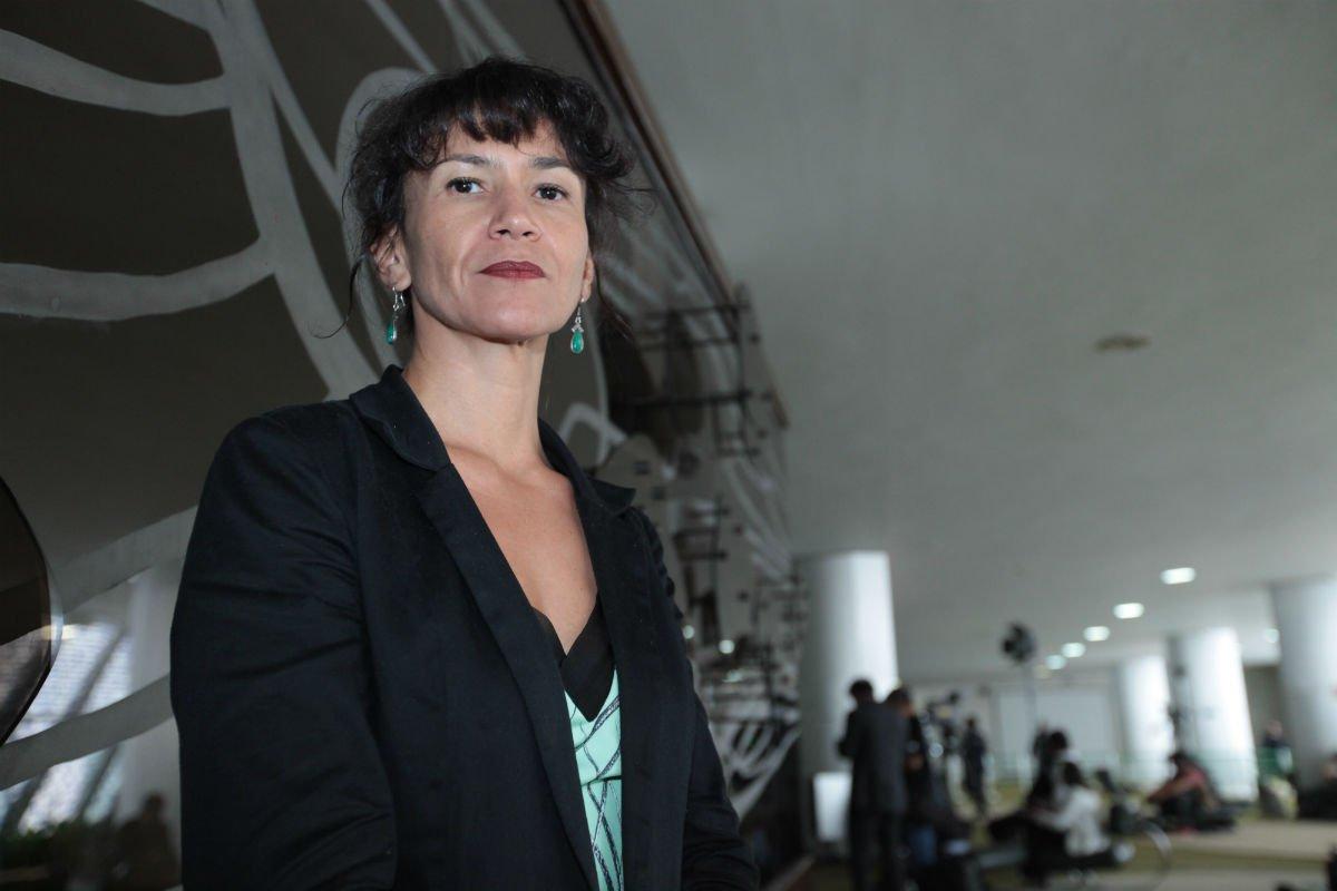 Advogada Raquel Sousa comprou a briga dos petroleiros. Ela é autora de 90% das ações contra o desmanche da Petrobras e conseguiu impedir 60% da privatização pretendida pela estatal: https://t.co/r2Ou72sgQ8