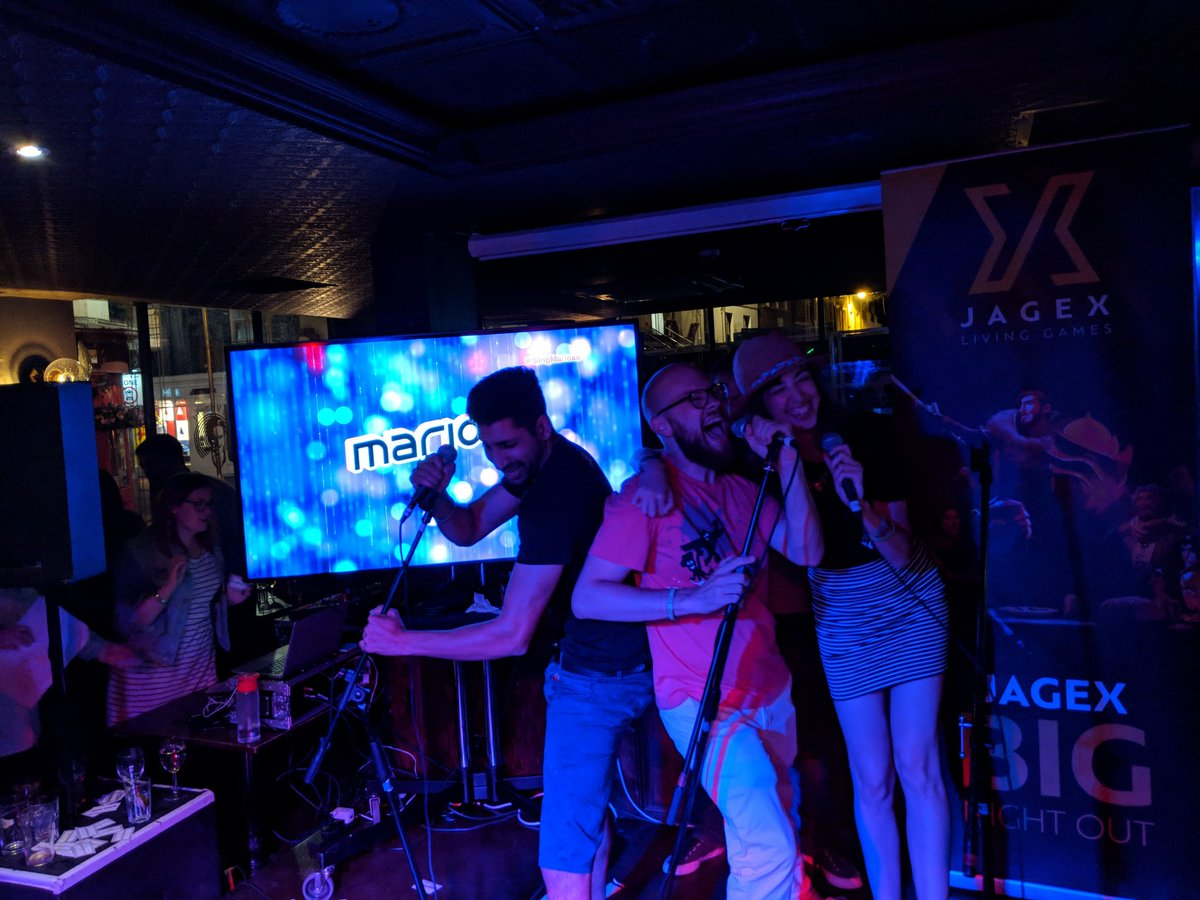 Didnt know this Swedish game and prob pronunciation was terribly off but had an AMAZING fun time singing Maidens Run To The Hills with my gig buds @V_Ben & @DanDaRocha at Jagexs Develop @SingMarioke party 😂 (pic credits to @JoshNaylor)