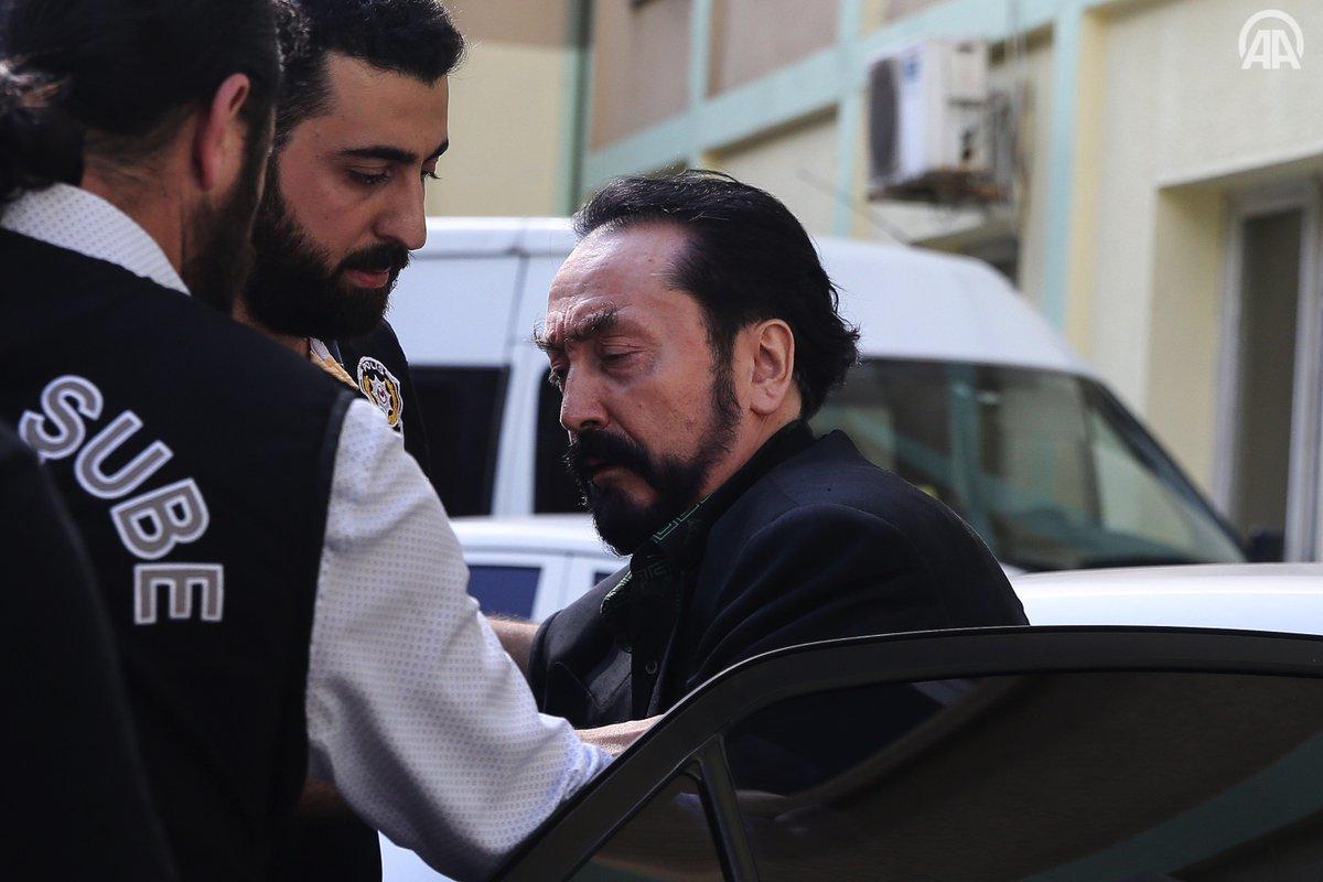 تركيا تبدأ عهدها الجديد بعملية أمنية ضد أكبر رجال العصابات بتهم عدة أبرزها التجسس والدعارة Dh0FKLJX4AETKJh