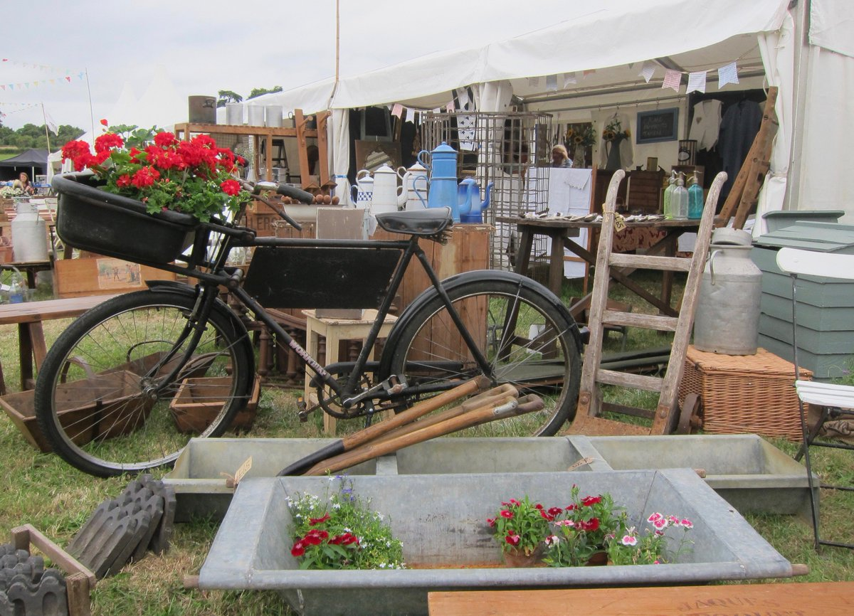 This weekend we host the annual @asfairs Decorative Home & Salvage Show Friday 13th - Sunday 15th June. Event details https://t.co/j0LrOqPD73 #asfairs #asfairsloseley #salvage
