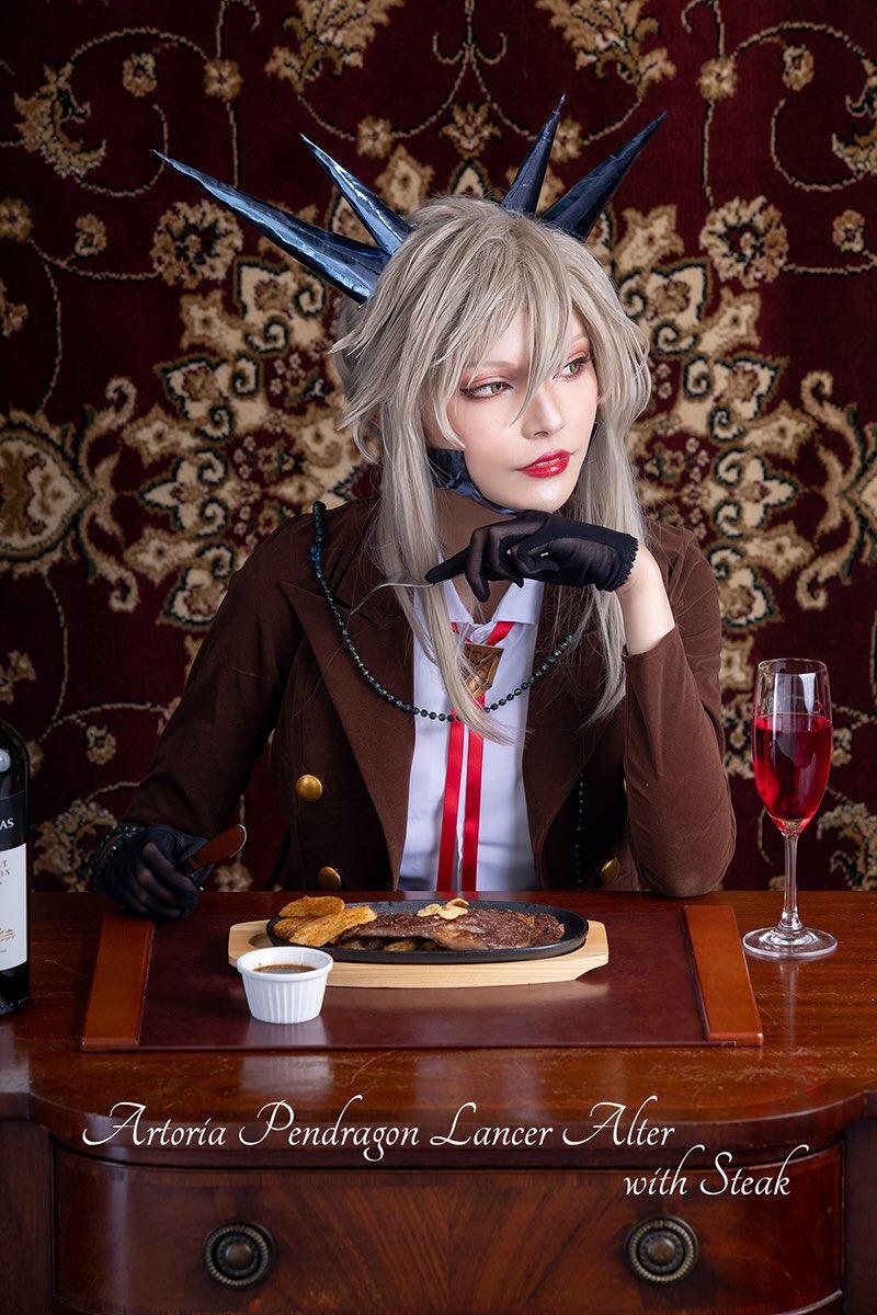 「アルトリア顔がご飯を食べているだけの本」紹介第3弾は、謎のヒロインX、謎のヒロインXオルタ、リリィ【イズさん(@is_izu_is)】、ランサーアルトリアオルタ【ダリアさん(@dd_dd_2257)】です!