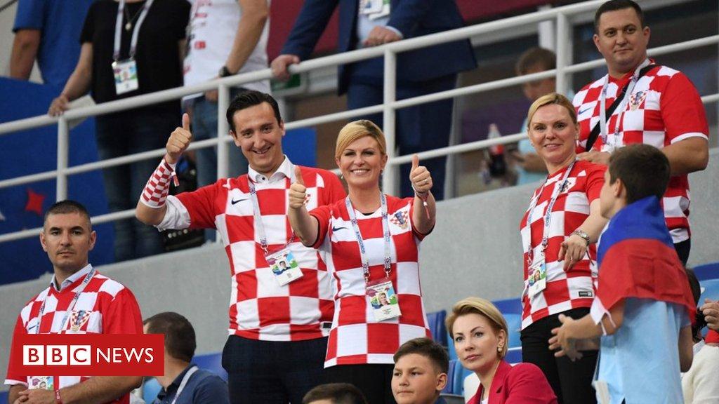 Presidente da Croácia faz sucesso misturada a torcedores na Copa e pagando o próprio ingresso https://t.co/hgWV4EzDhT