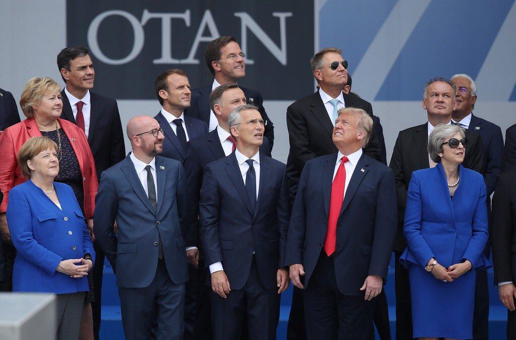 सब लोग जिधर वो हैं उधर देख रहे हैं हम देखने वालों की नज़र देख रहे हैं ~दाग़ देहलवी #shair @Rekhta **Photo of the day from #NATOSummit