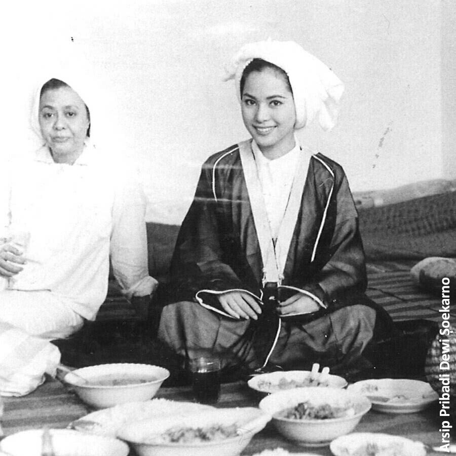 Potret Lawas On Twitter Ratna Dewi Soekarno Dalam Perjalanan Umrah Madinah April 1965