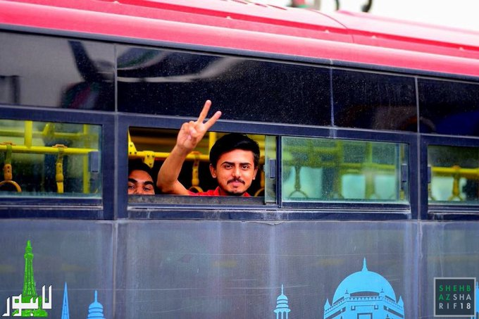 As I visited different constituencies of Lahore today, a passenger sitting in Metro Bus waved to me and made a victory sign. It made me happy that the project has eased life of the common man. God bless u all! Фото