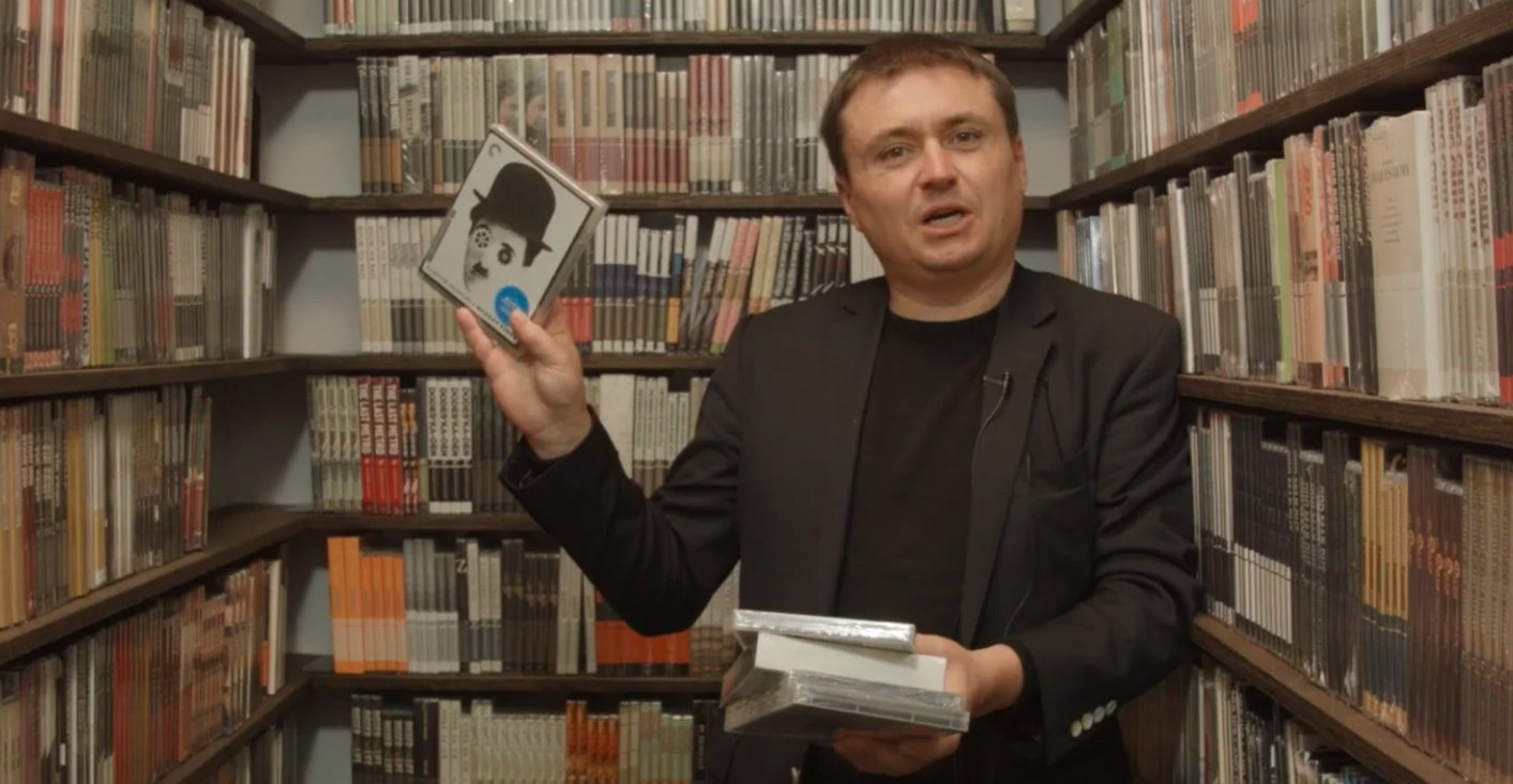 Director Cristian Mungiu takes a trip inside our films closet! https://t.co/PNckWPYqCV https://t.co/OV8K97dVxj