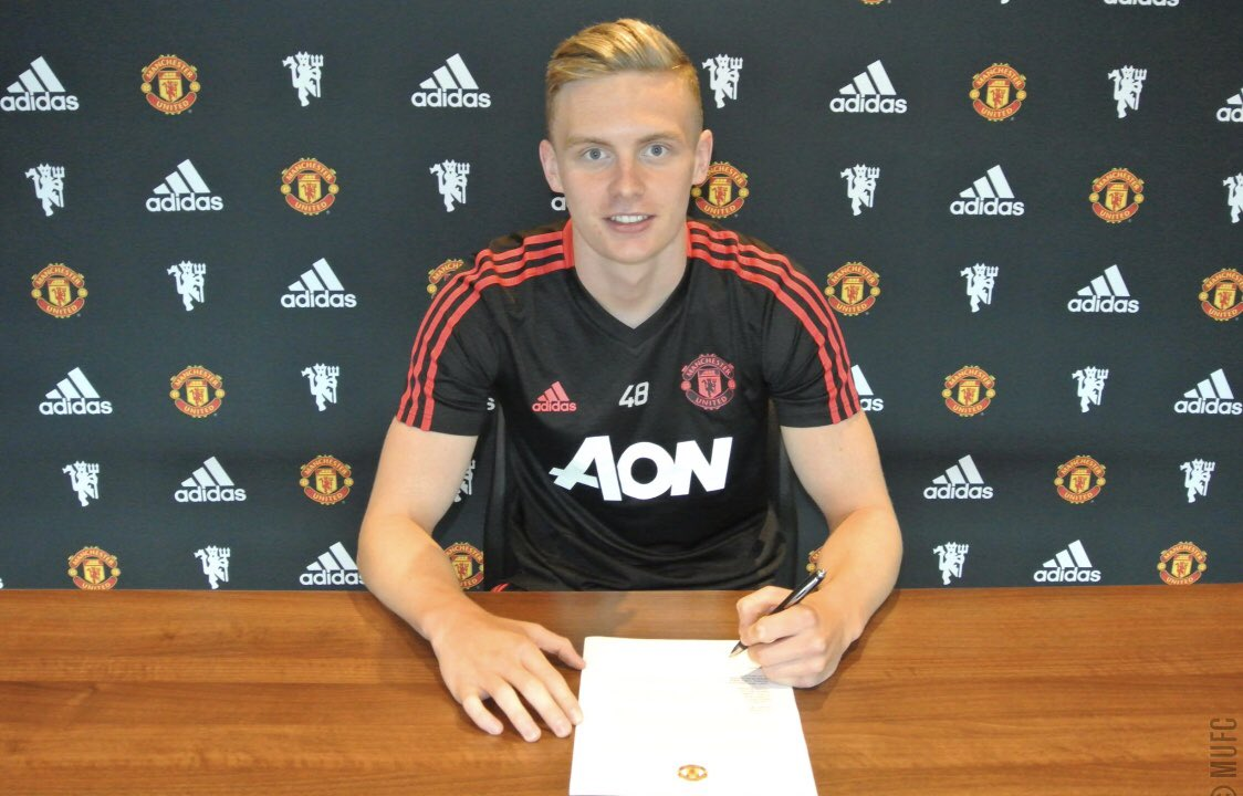 Delighted to sign a new contract @ManUtd and looking forward to the season ahead 😁