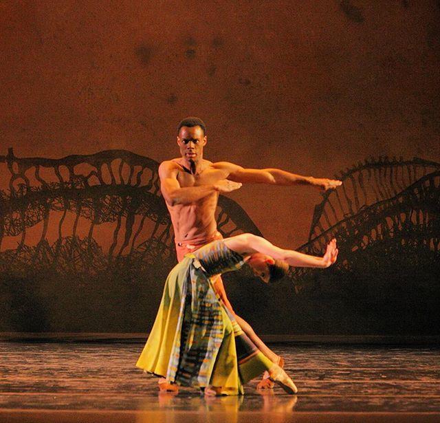 "Kansas City Ballet on Twitter: """"Lambarena"" performed by KC Ballet in 2010,  choreography by @valcaniparoli. Dancers: Marcus Oatis & Laura Hunt.  Photography by Steve Wilson. https://t.co/9r5zmVKugc…  https://t.co/Lm7he3k4TK"""