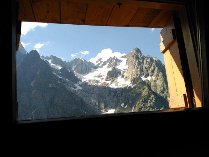 Y desde mi dormitorio del Refugio Bonatti, os doy las buenas noches!! #tourdelmontblanc #guiademontaña con @Muntania !