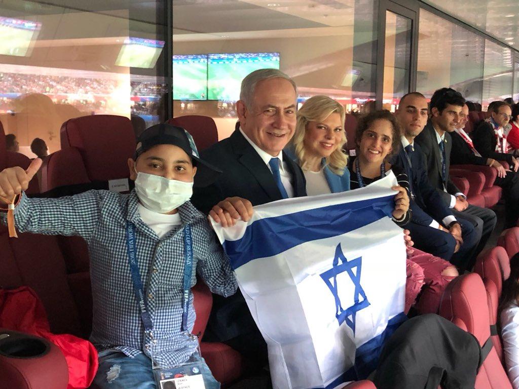 בחצי גמר המונדיאל עם מיקה ואלון המתוקים. גאים להניף כאן בגאווה גדולה את דגל ישראל! 🇮🇱⚽️