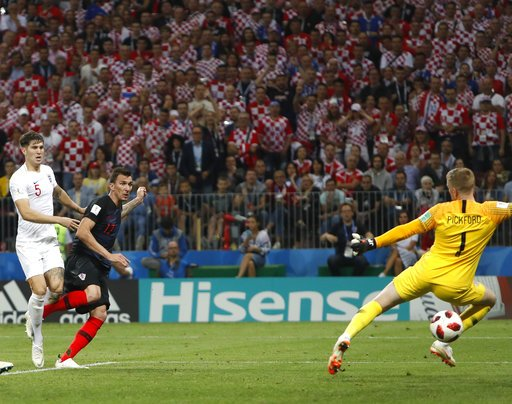 GOAL! Mandzukic strike gives #CRO the lead in the 109th minute in Moscow. #ENG has just minutes left to find the equalizer. #WorldCup #ENGCRO @GDunbarAP @RobHarris @jellingworth apne.ws/fCXuIDk