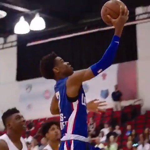 Shai Gilgeous-Alexander gets to the cup in #PhantomCam!  #NBASummer https://t.co/lLcXVQa9N7