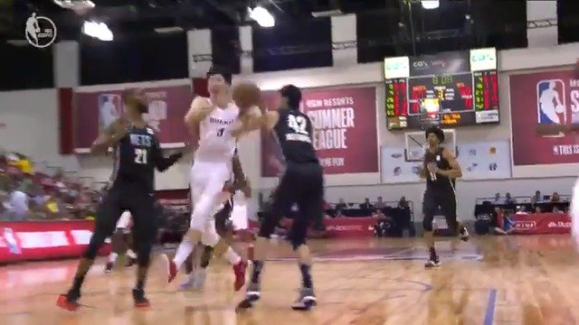 Zhou Qi euro steps to the cup for the AND-1! ��  #NBASummer https://t.co/9KZV7HpyQj