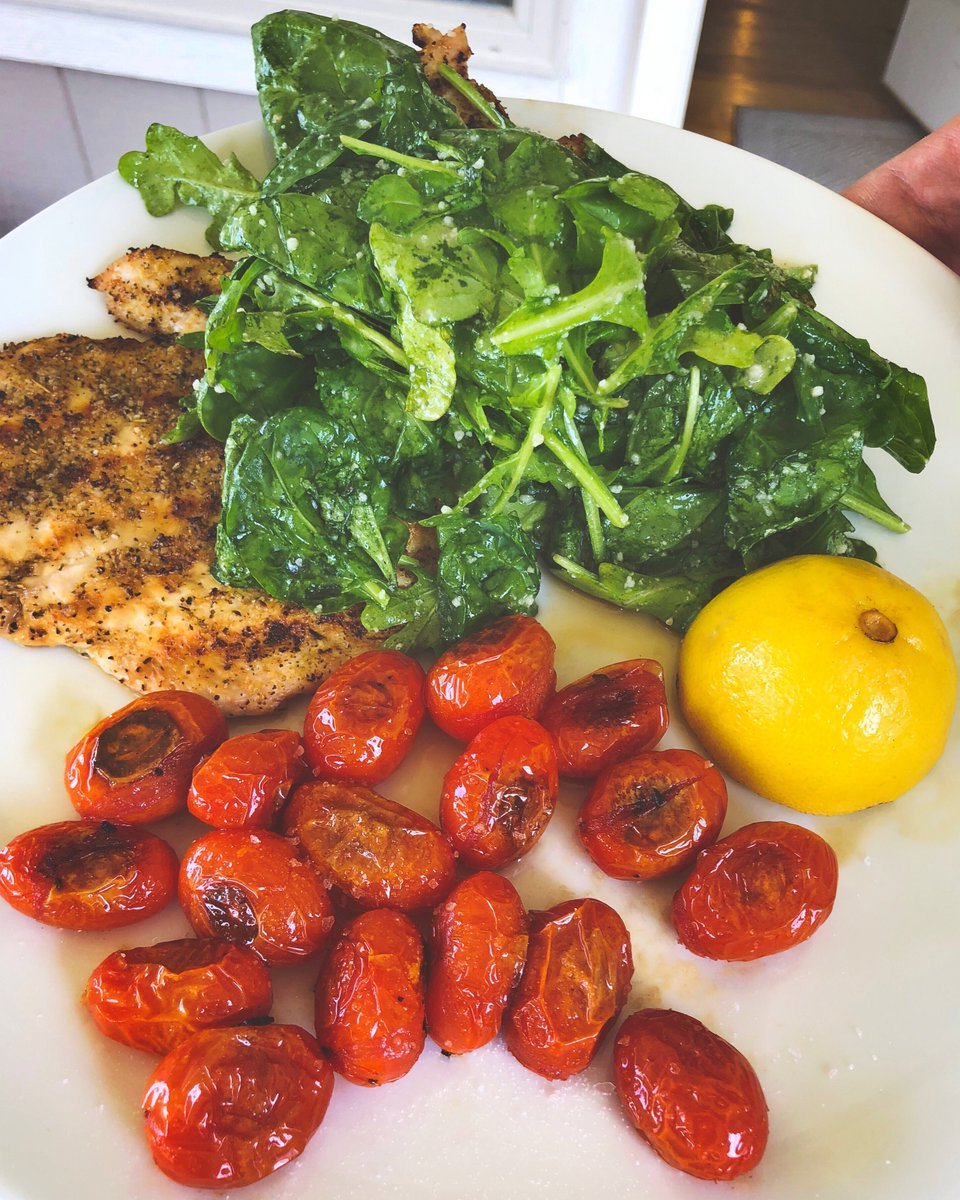 Mitchell Schwartz On Twitter My Version Of Chicken Paillard Chicken Breast Pounded Thin Seasoned With Montreal Chicken And Grilled Quick On Each Side On Top Is An Arugula And Spinach Salad With