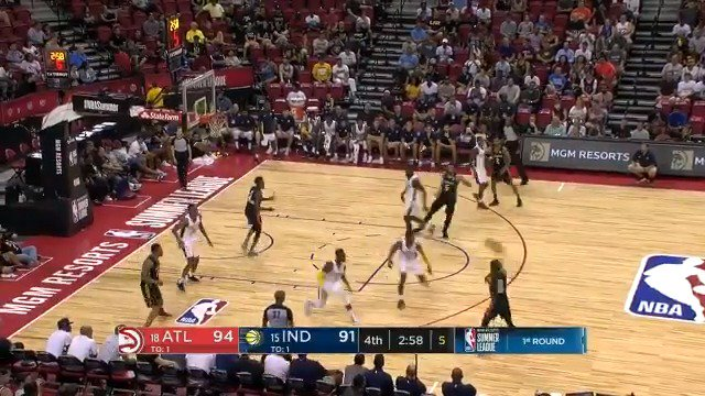 Trae Young is feeling it late in Q4!  #NBASummer https://t.co/t7KiR8CCee