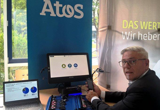 Demo zum Auslesen mobiler Datenträger am Atos Stand auf der #CODE Jahrestagung auf dem...