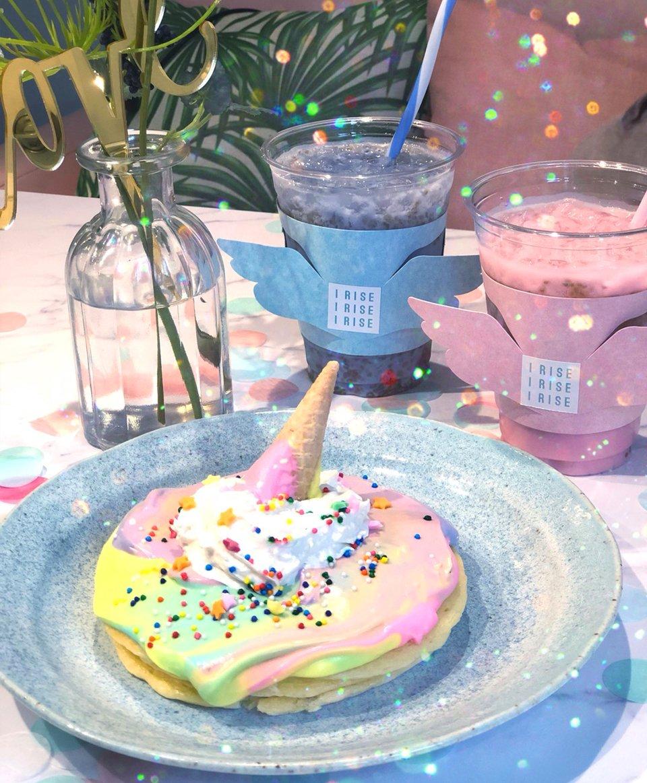 """【人気記事】メルヘンでパステルなクリームにキュンッとしちゃう✨モケス ハワイ中目黒店に""""角""""をトッピングした『ユニコーンパンケーキ』登場🦄🥞🦄🍦💖"""