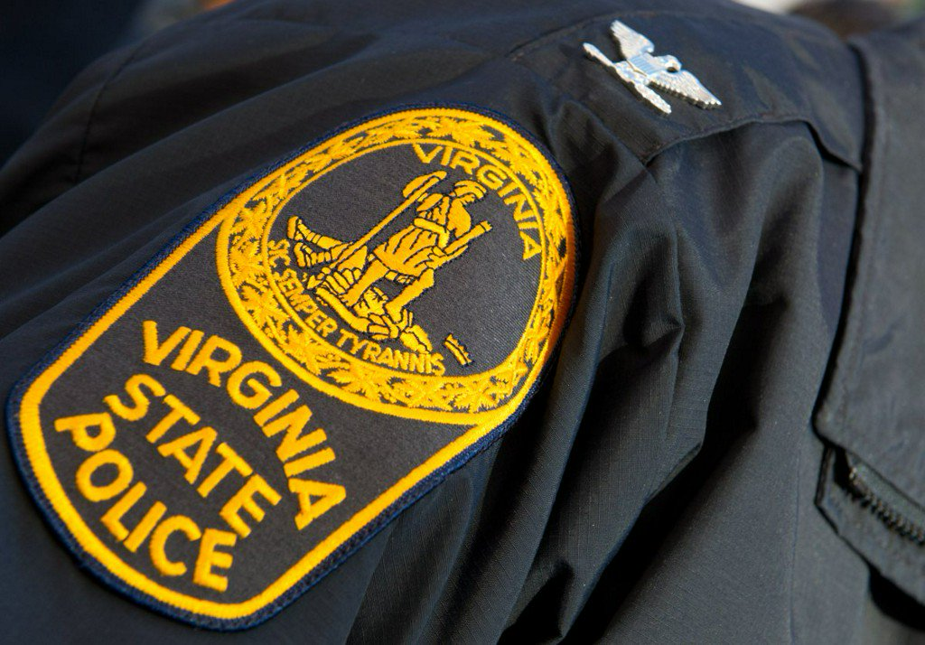 #Virginia State Police trooper hit by car during pursuit https://t.co/Aomgk04p7w