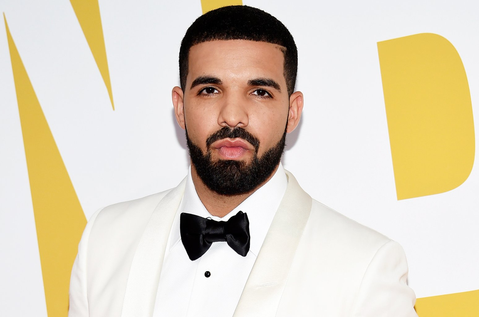 Drake is back at No. 1 on the Artist 100 for the 27th week https://t.co/96eVQqeETl https://t.co/Js2qIH6iIH