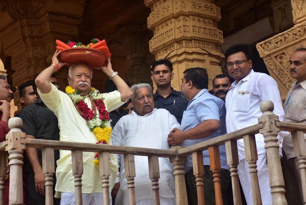 RSS Chief Bhagwat offers prayers at Somnath temple