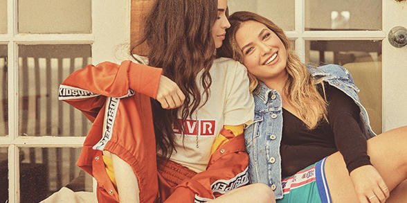 Pretty Little Sisters: @SofiaCarson& Paulina Char ►https://t.co/y7LFUCowEI https://t.co/aNFyJreF3E