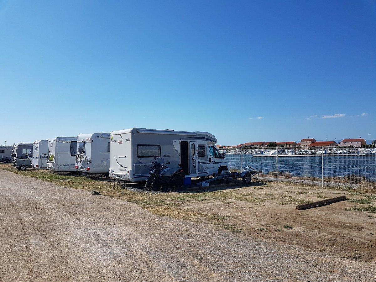En vacances en @Occitanie ? De nombreuses aires @campingcarpark sont certainement sur votre route comme celle à proximité du @portbarcares ! #Campingcar #CampingCar #Occitanie #LanguedocRoussillon #PyrénéesOrientales  - FestivalFocus