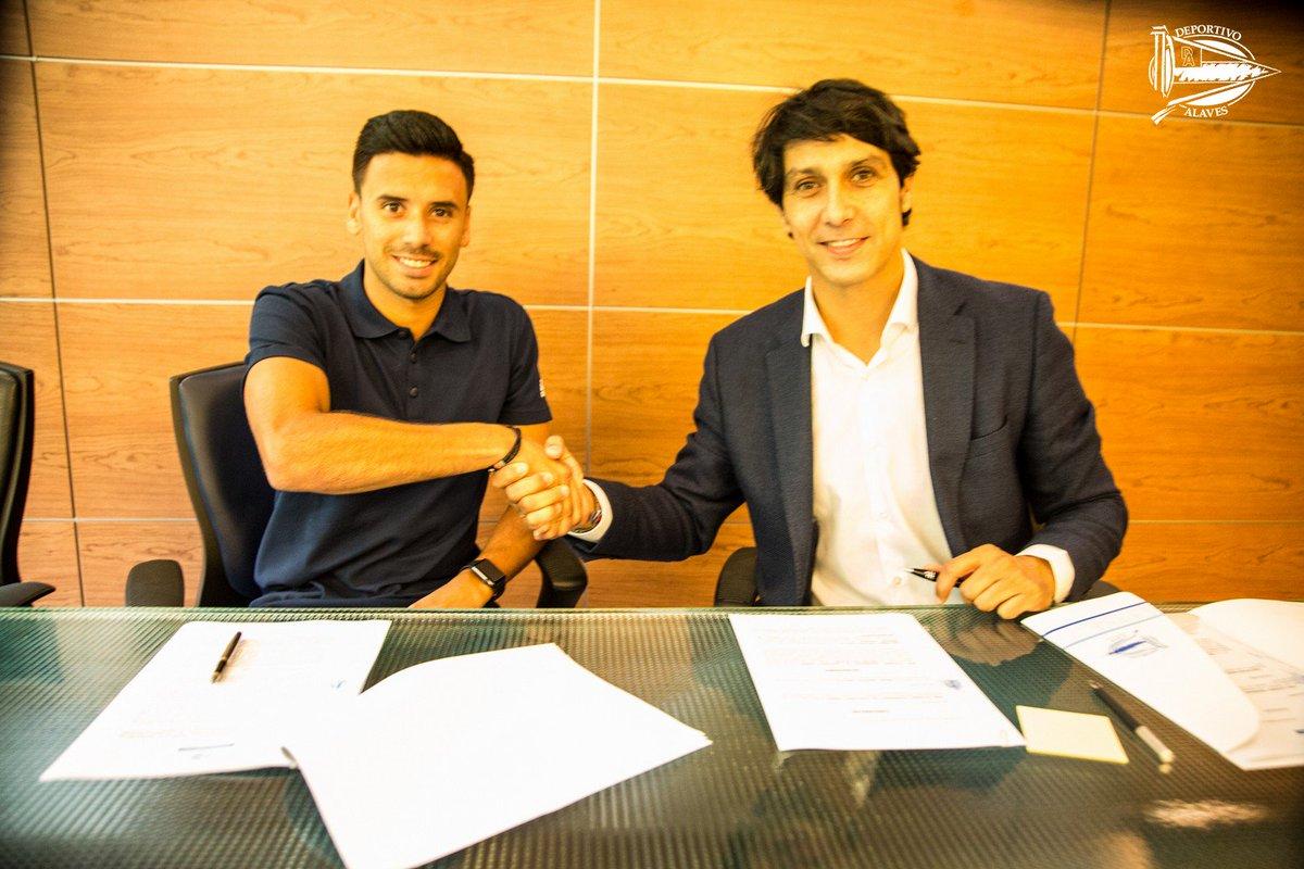 OFICIAL ✍️ | @javimj10 se incorpora al Deportivo Alavés y saldrá cedido al @RealOviedo la próxima temporada.  📝 http://ow.ly/jTDZ30kURwK #GoazenGlorioso 🔵⚪️🔵