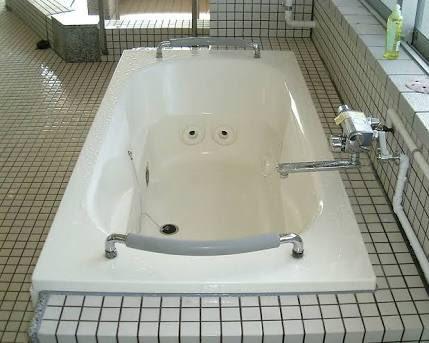 オーバーフロッシャーはその見た目と名前の通りジャグジーバスとシャワーとかのコックがモチーフだな…泡のようなインクってのはお風呂で使う石鹸とジャグジーから出てくる気泡の両方のイメージかな
