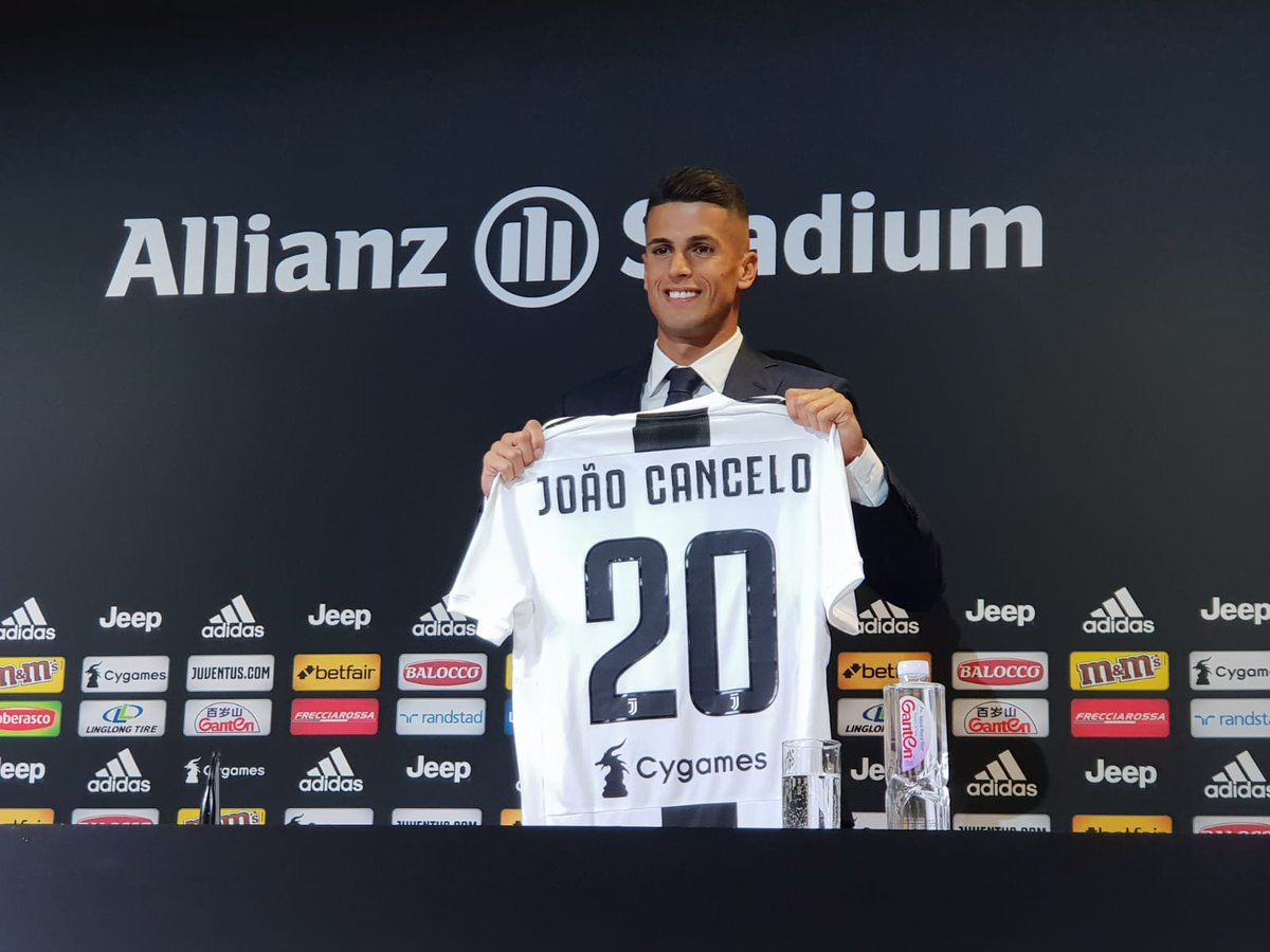 ...E con il numero venti... João... #CANCELO! Finisce qui la conferenza stampa del nostro campione. Ma, come sempre... STAY TUNED! 🔜 #CanceloDay #WelcomeToJU